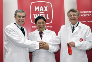 US Commerce Secretary Carlos Guitierrez (L) with Ken Alibek (C) at the official opening in June 2008  of MaxWell pharmaceutical plant in Kiev.